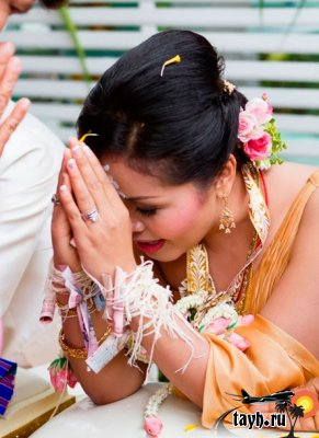 Нить на запястье у тайцев