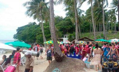туристы на острове Racha